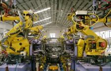 自動車溶接ラインの中のロボットシステム